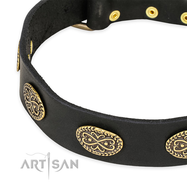Decorated full grain leather collar for your stylish doggie